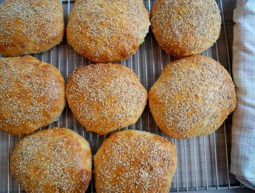 Store og luftige burgerboller