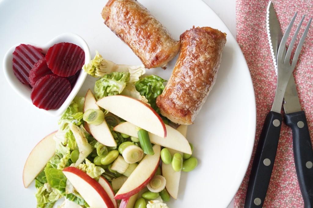 Medisterpølse med æblesalat
