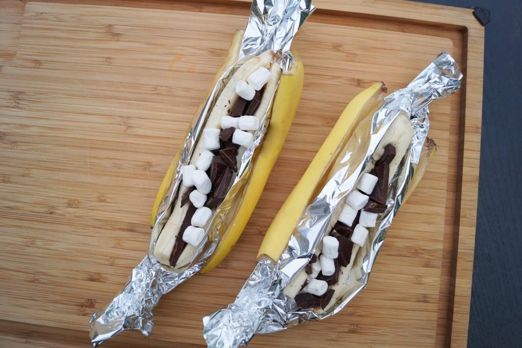 Grillede bananer med skumfiduser og chokolade