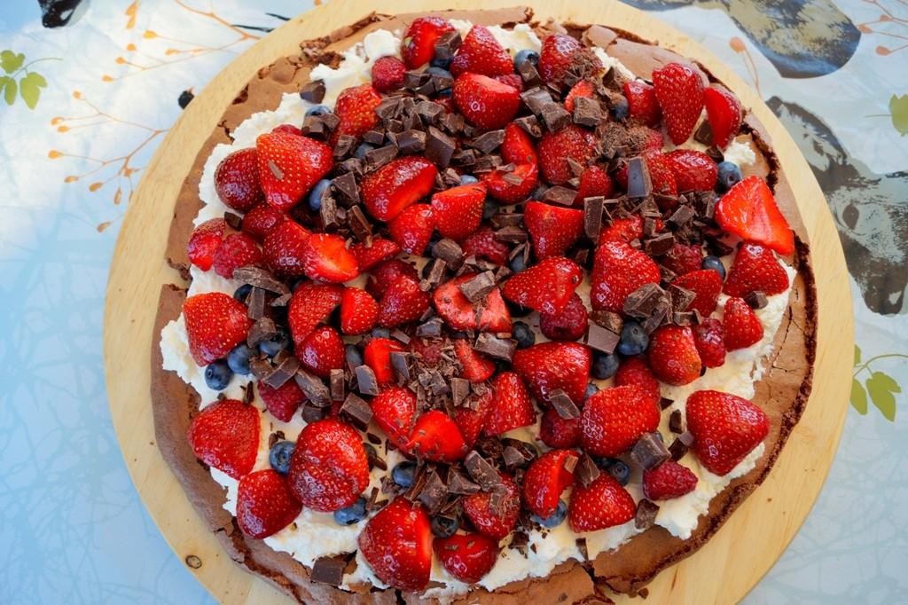 Chokolade Pavlova med flødeskum og bær
