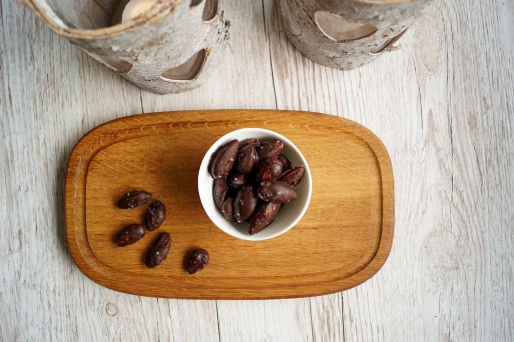 Mandler Med Chokolade Og Havsalt Opskrift Madlingdk