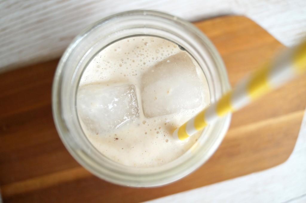 Mættende smoothie med banan og havregryn