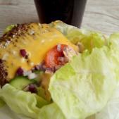 Salat-burger med hjemmelavet dressing