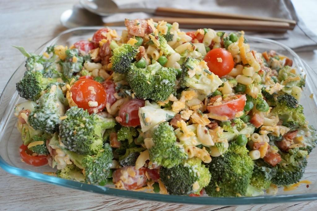 Cremet pastasalat med broccoli
