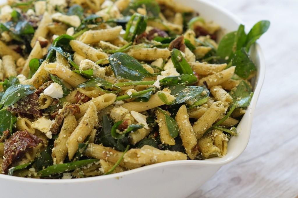 kold pastasalat som tilbehør