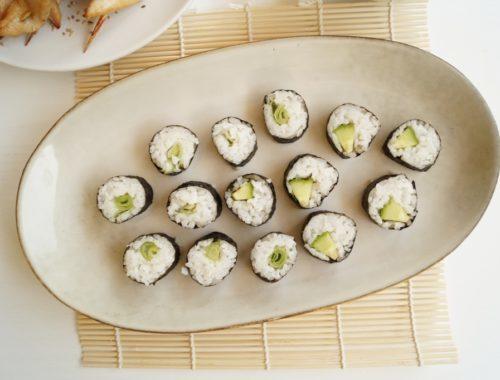 Hjemmelavet sushi med grøntsager