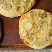 Hvid pizza med kartoffel og rosmarin