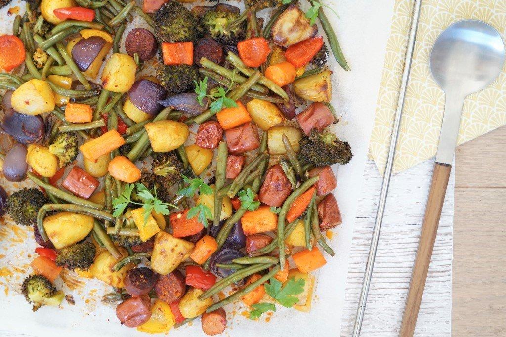 Ovnbagte pølser og grøntsager med krydderier