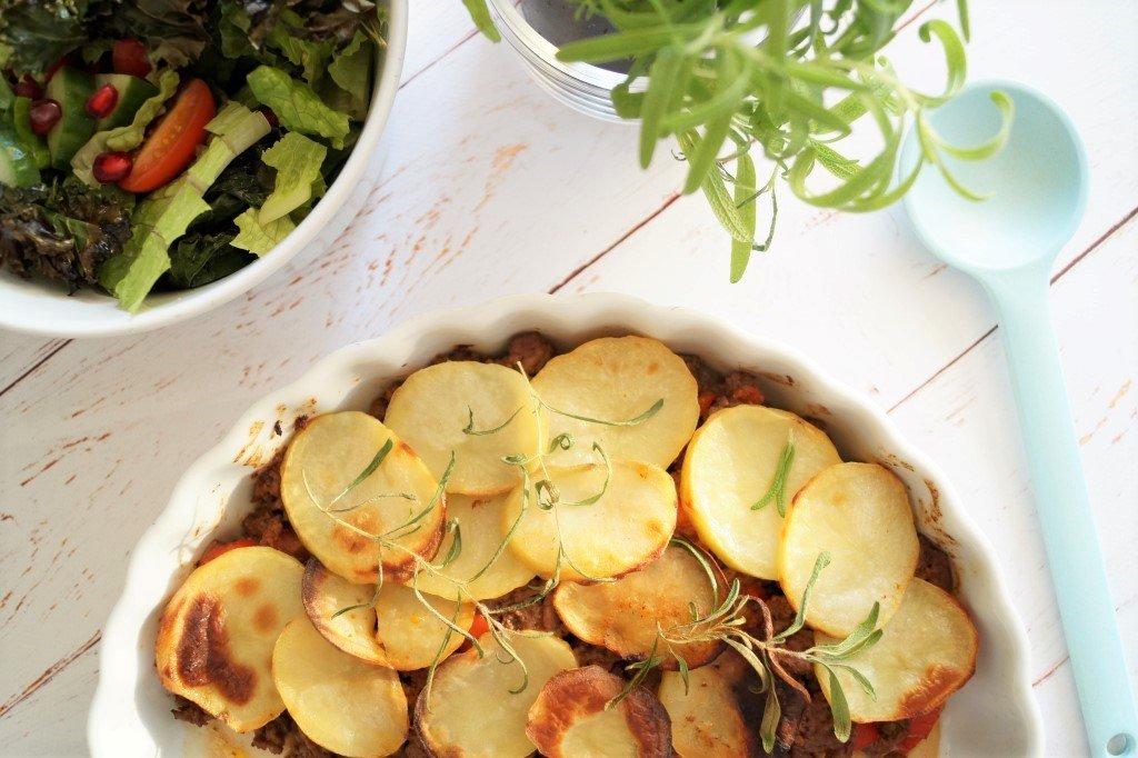 Oksekødsfad med kartofler og rosmarin