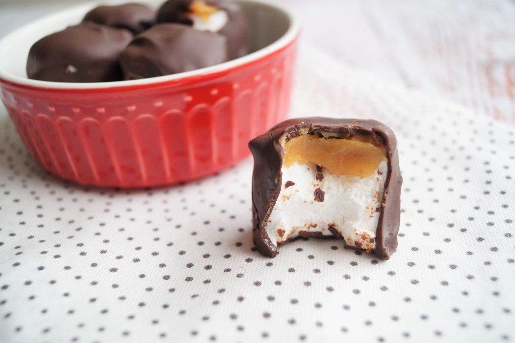 Skumfiduser med saltkaramel og chokolade