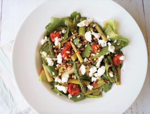 Salat med bagte tomater, asparges og feta