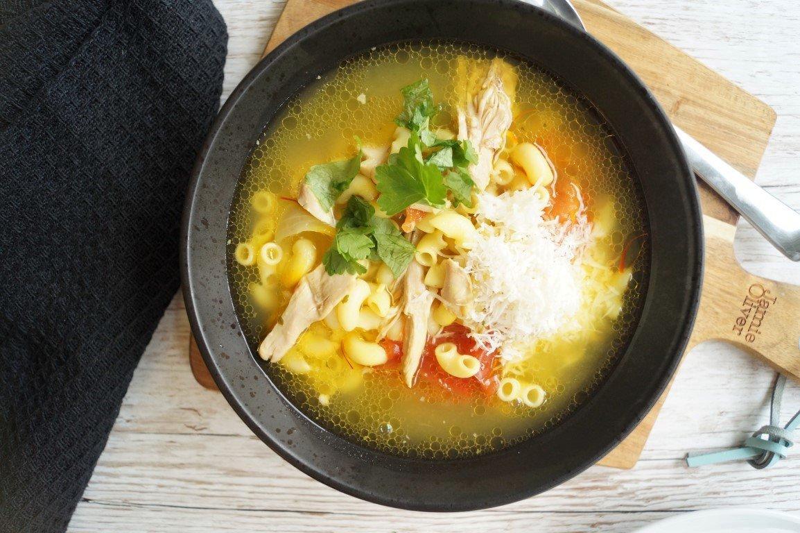 Kyllingesuppe med pasta og safran