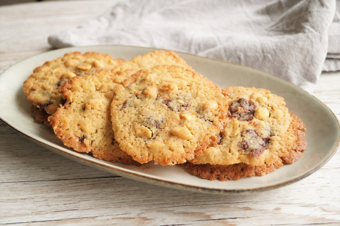 Cookies med peanuts og mørk chokolade