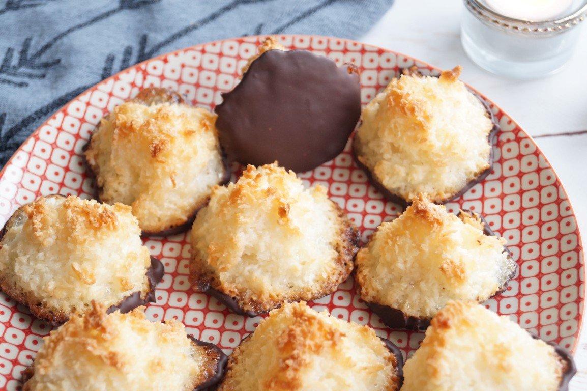 Små Kokosmakroner Med Chokolade Opskrift Madlingdk