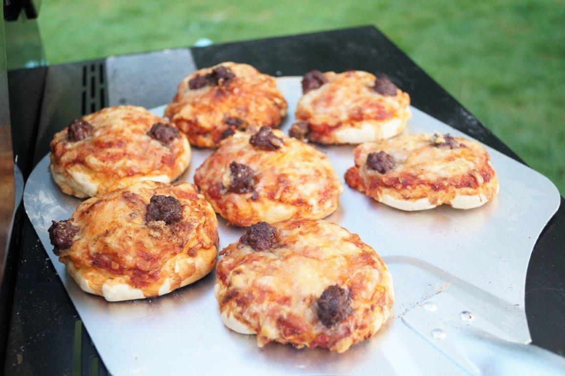 Grillede pizzaboller med oksekød