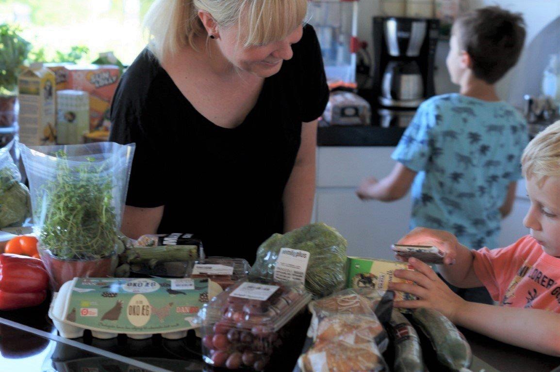 Scan dine dagligvarer og få gavekort og oplevelser med familien