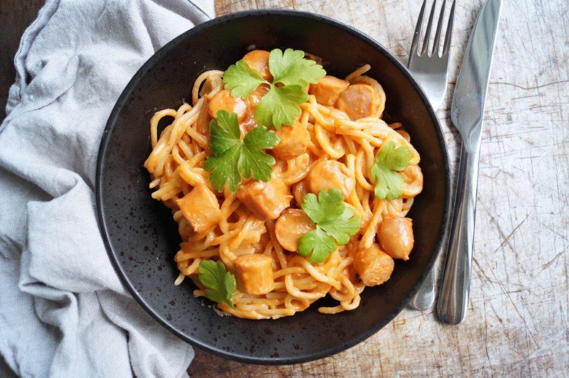 Svensk pølseret med spaghetti