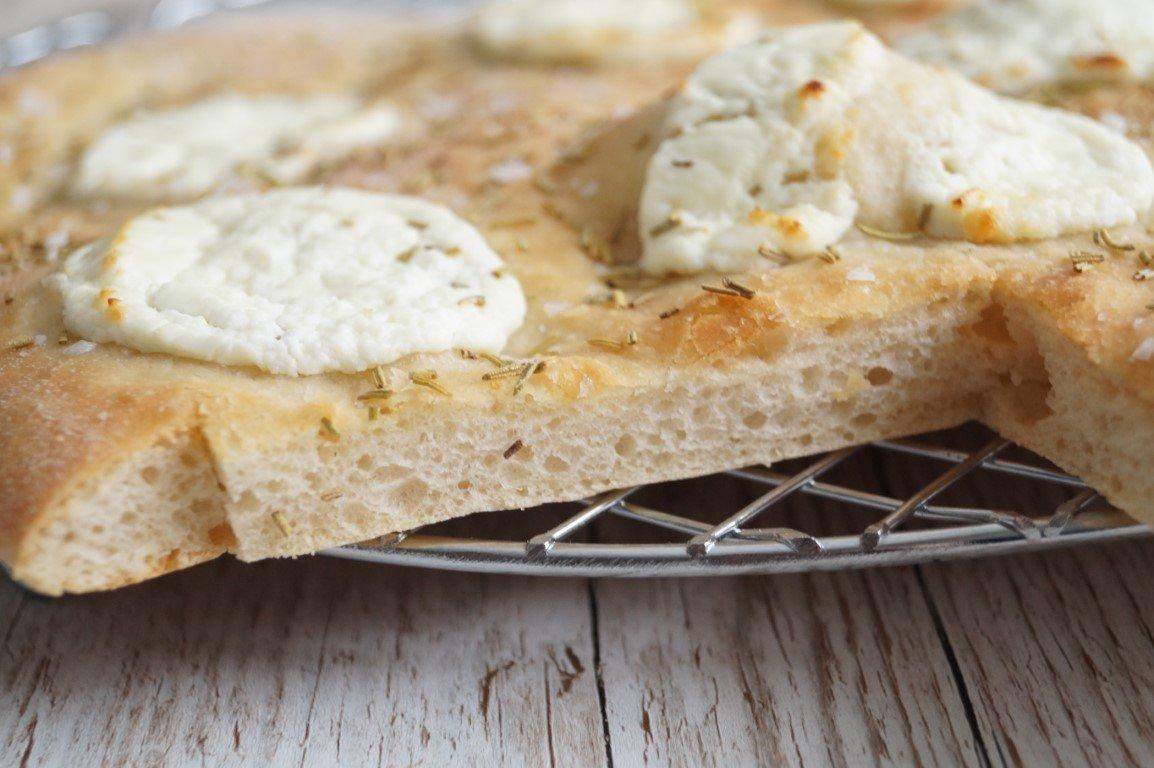 Brød med gedeost og rosmarin